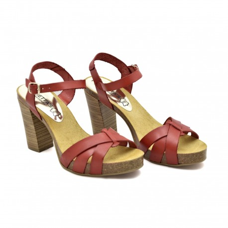 Eleganckie Hiszpańskie sandały firmy Mariettas koloru czerwonego