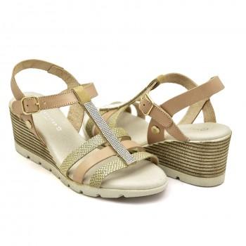 Modne i stylowe beżowe buty na koturnie