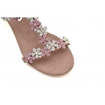Bogato zdobione kryształkami w kolorze pudrowego różu wygodne pasujące do wielu stylizacji