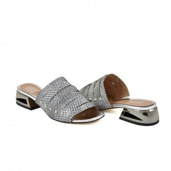 multicolorowe srebrno czarne klapki z firmy simen