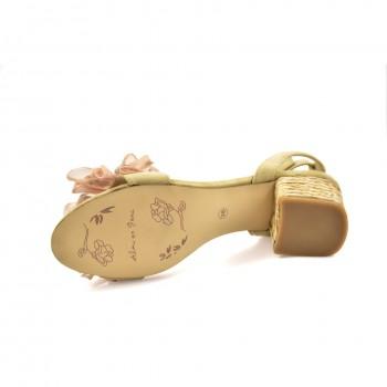 Damskie sandały o niepowtarzalnym charakterze Alma en Pena idealne na każdą okazję ozdobione cyrkoniami