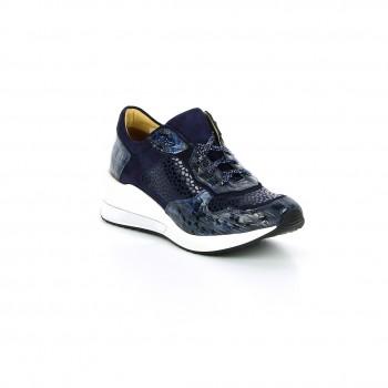 wygodne eleganckie obuwie sportowe Lorenzo de Pazzi na lekko uniesionej podeszwie