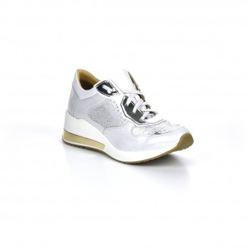 wygodne eleganckie obuwie sportowe Lorenzo de Pazzi na lekko uniesionej podeszwie ze srebrnymi dodatkami